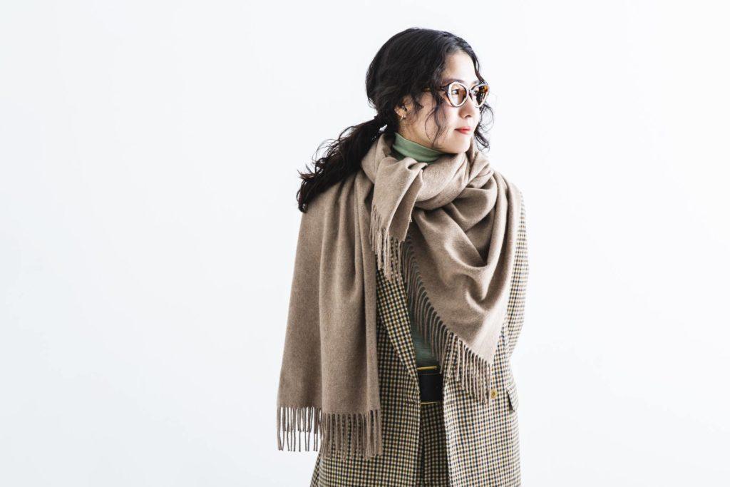 スタイリスト小川夢乃さんが提案する タイムレスなジョンストンズ オブ エルガンの着こなし